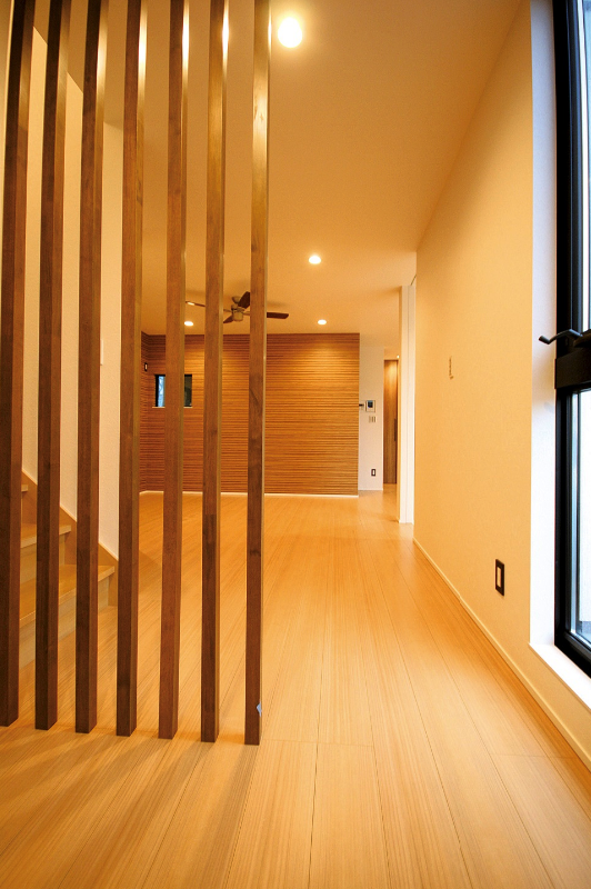 玄関を入れば開放感が出迎える、住まうほどに心地よい空間設計